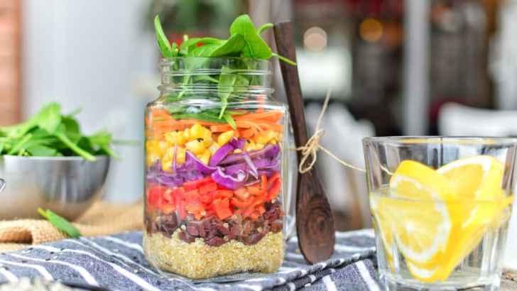Rainbow Salad in a Jar | Easy Vegan Zero-Waste Lunch Idea