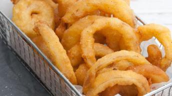Crispy Vegan Onion Rings With Sriracha Mayo