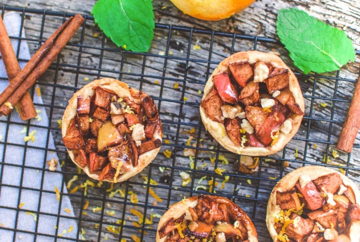 Mini Vegan Apple Strudels   Warm Dessert Recipe   World of Vegan   #strudel #apple #dessert #german #fall #tart #worldofvegan