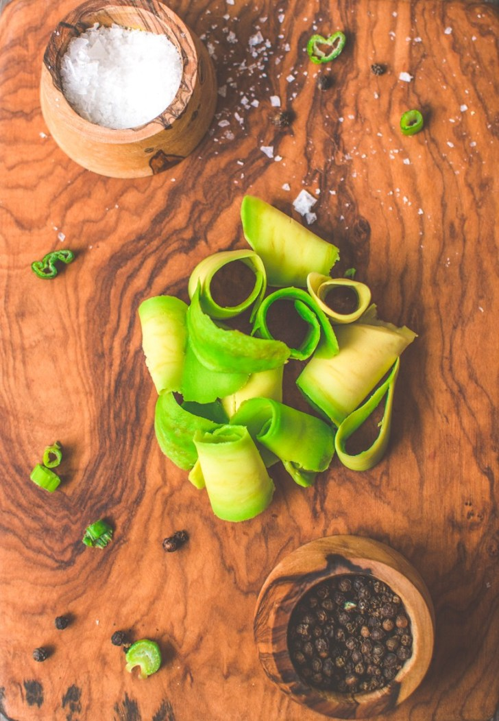 3 Awesome Ways to Slice an Avocado | World of Vegan | #avocado #slice #cut #techniques #kitchen #tips #worldofvegan