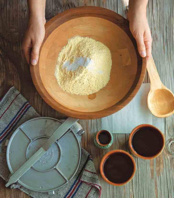 Homemade Corn Tortillas | DIY Mexican Tortillas | World of Vegan | #tortillas #corn #mexican #homemade #diy #tacos #worldofvegan