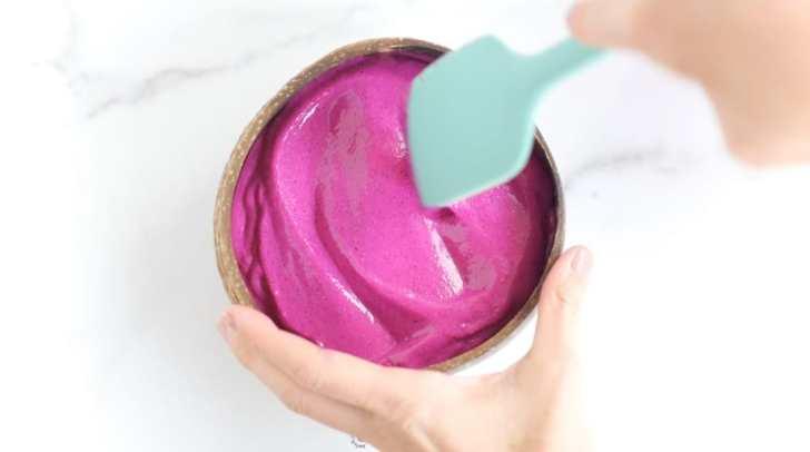 Pink Pitaya Smoothie Bowl | Healthy Dragonfruit Recipe | World of Vegan