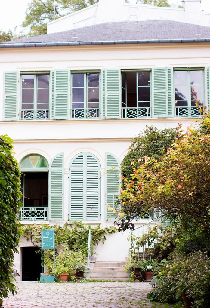 Montmartre Neighbourhood Guide12