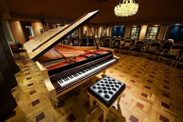 The nine octave piano at Beleura House