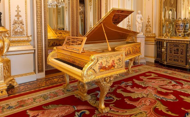 The gold Erard grand piano from Buckingham Palace