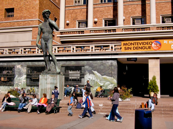 Montevideo Street Statue