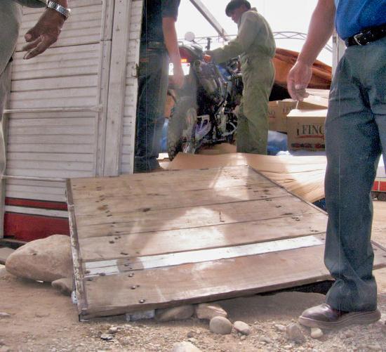 Unloading Volvo Doc Oruro