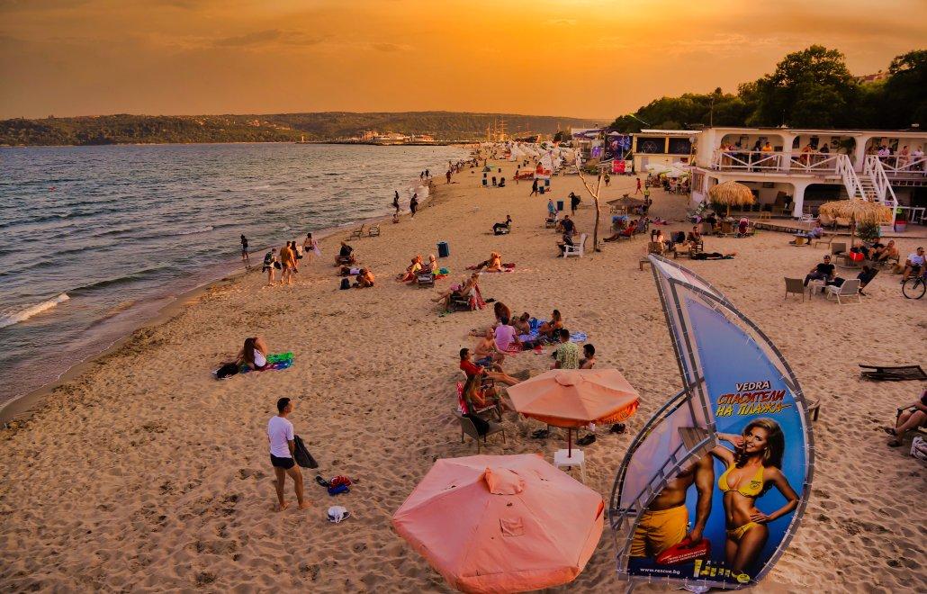 Black Sea Coast Beach Sunset. View from Sea Terrace Restaurant & Wine Bar […] photo by WorldRider Allan Karl […]