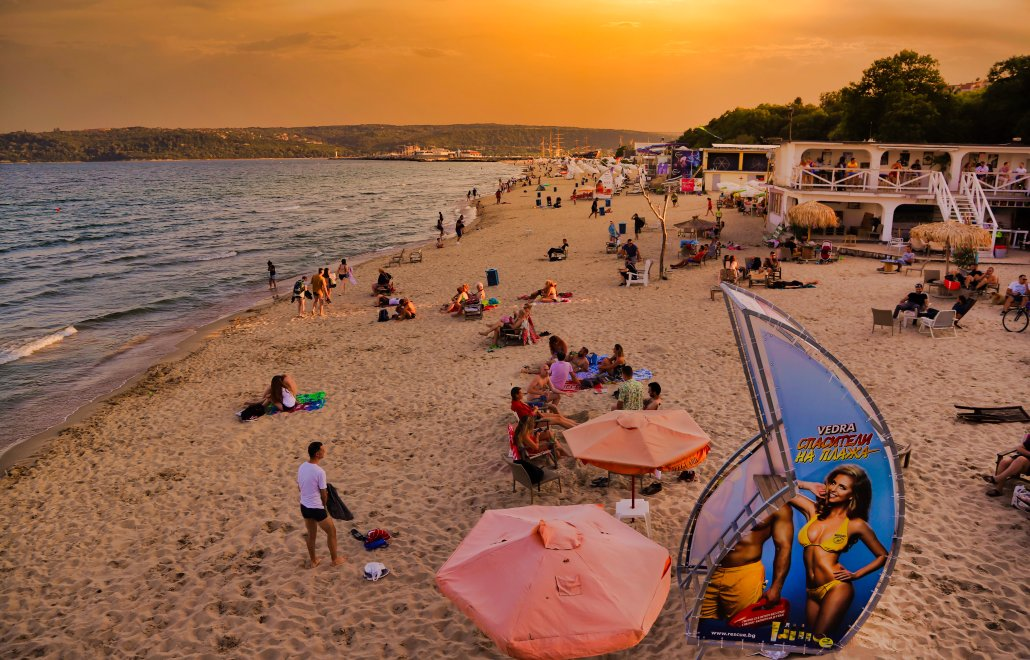 Black Sea Coast Beach Sunset. View from Sea Terrace Restaurant & Wine Bar […] photo by WorldRider Allan Karl […]