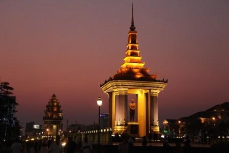 Independence monument Phnom Penh