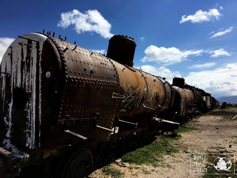 train cemetery uyuni
