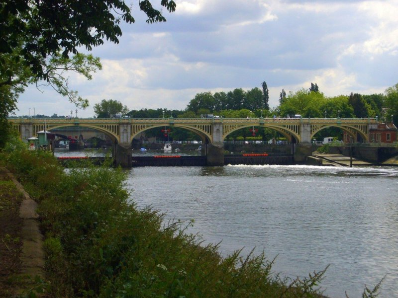 London: Thames Towpath walk