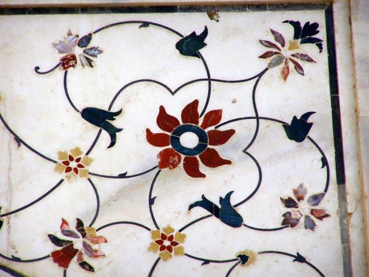 Inlay-mosaic-on-the-Taj-Mahal-Agra-India