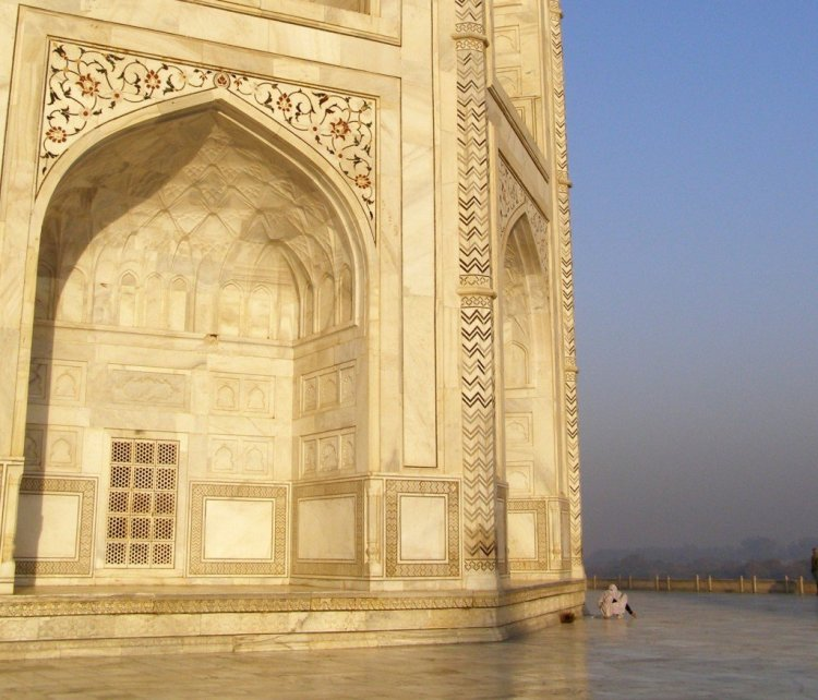 The-Taj-Mahal-and-cleaner-Agra-India
