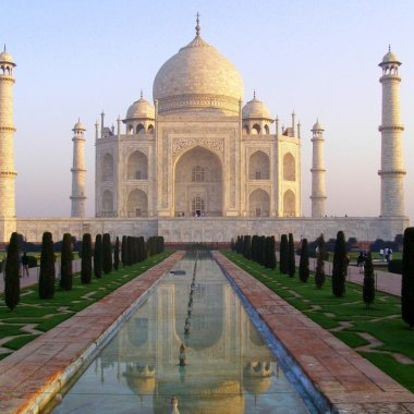The-Taj-Mahal-at-sunrise-Agra-India