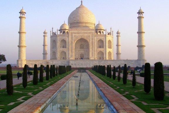 The-Taj-Mahal-at-sunrise-Agra-India