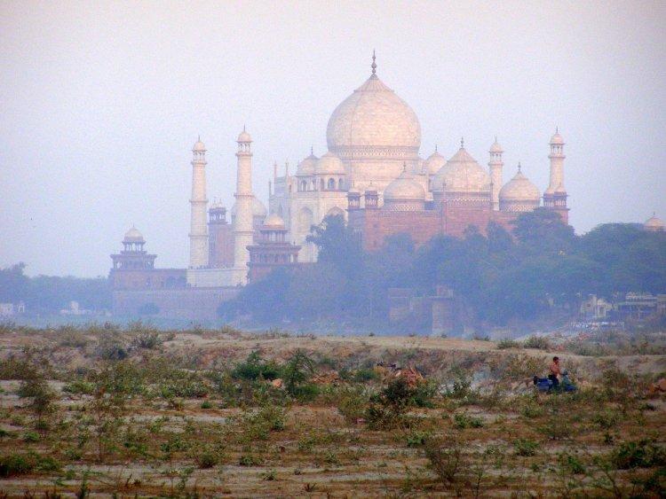The-Taj-Mahal-through-smoke-Agra-India