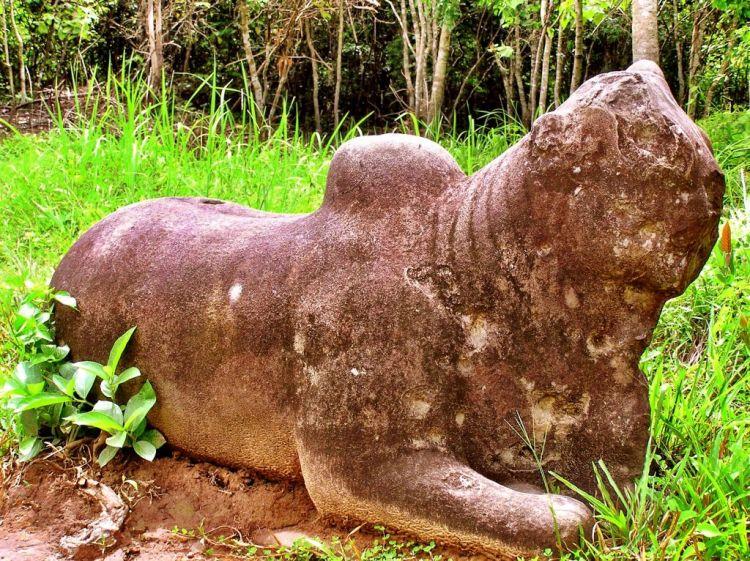 My son sculptures, Vietnam