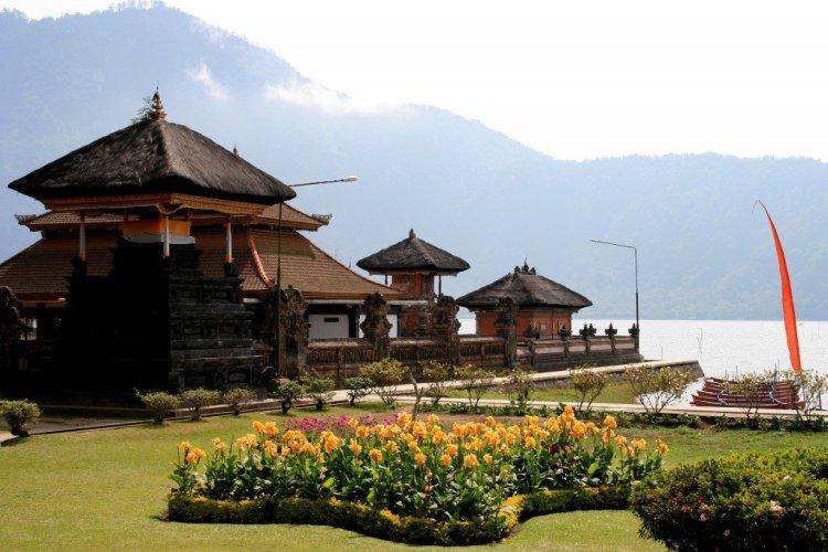 Pura Bratan Temple, Bedugul, Bali
