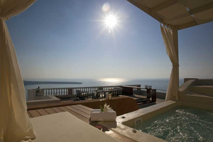 Oia-mansion-terrace-with-jacuzzi, Santorini
