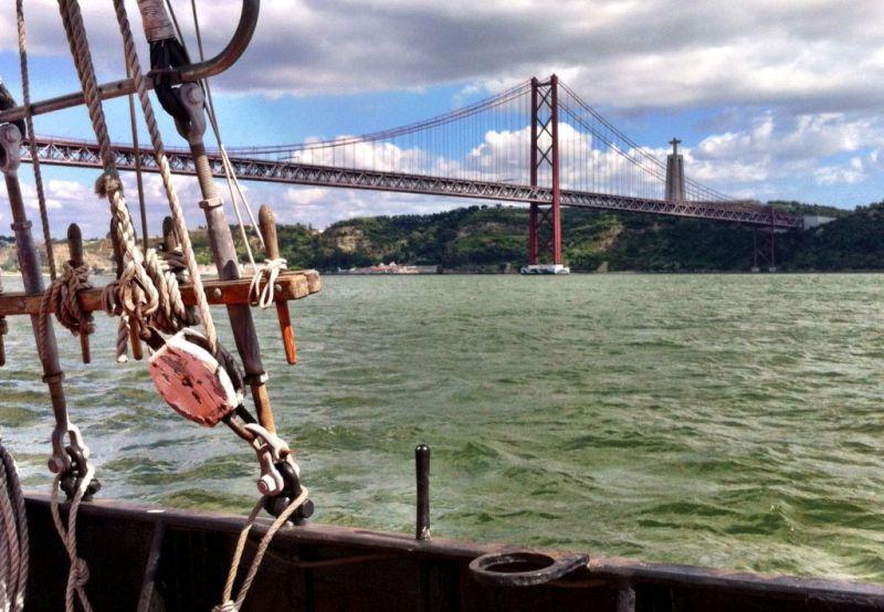 Sailing on the Leao Hollandes, Lisbon