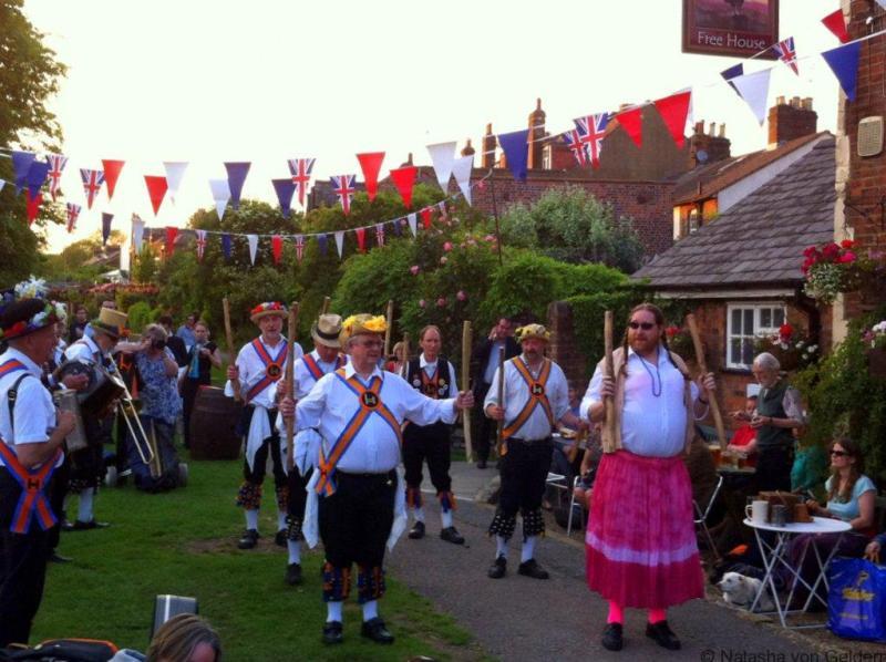 morris-dancing-england-hertfordshire