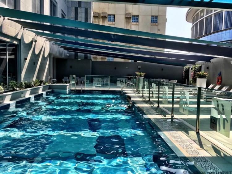 Holiday Inn Doha Qatar swimming pool