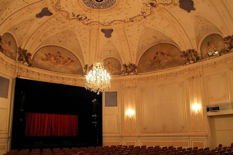 Salzburg Marionette Theatre in Austria web