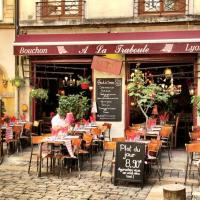A walking tour of Vieux Lyon, France