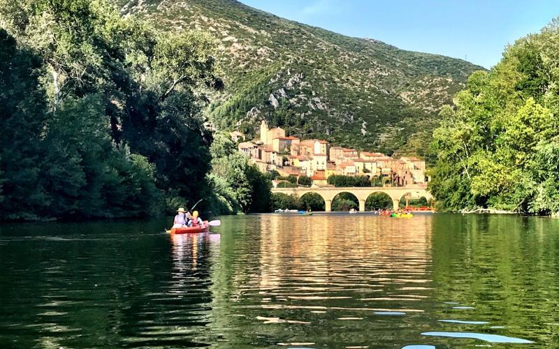 Canoe-and-kayak-Roquebrun-France