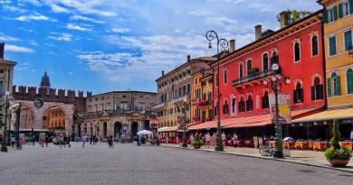 Piazza Bra Verona Portoni
