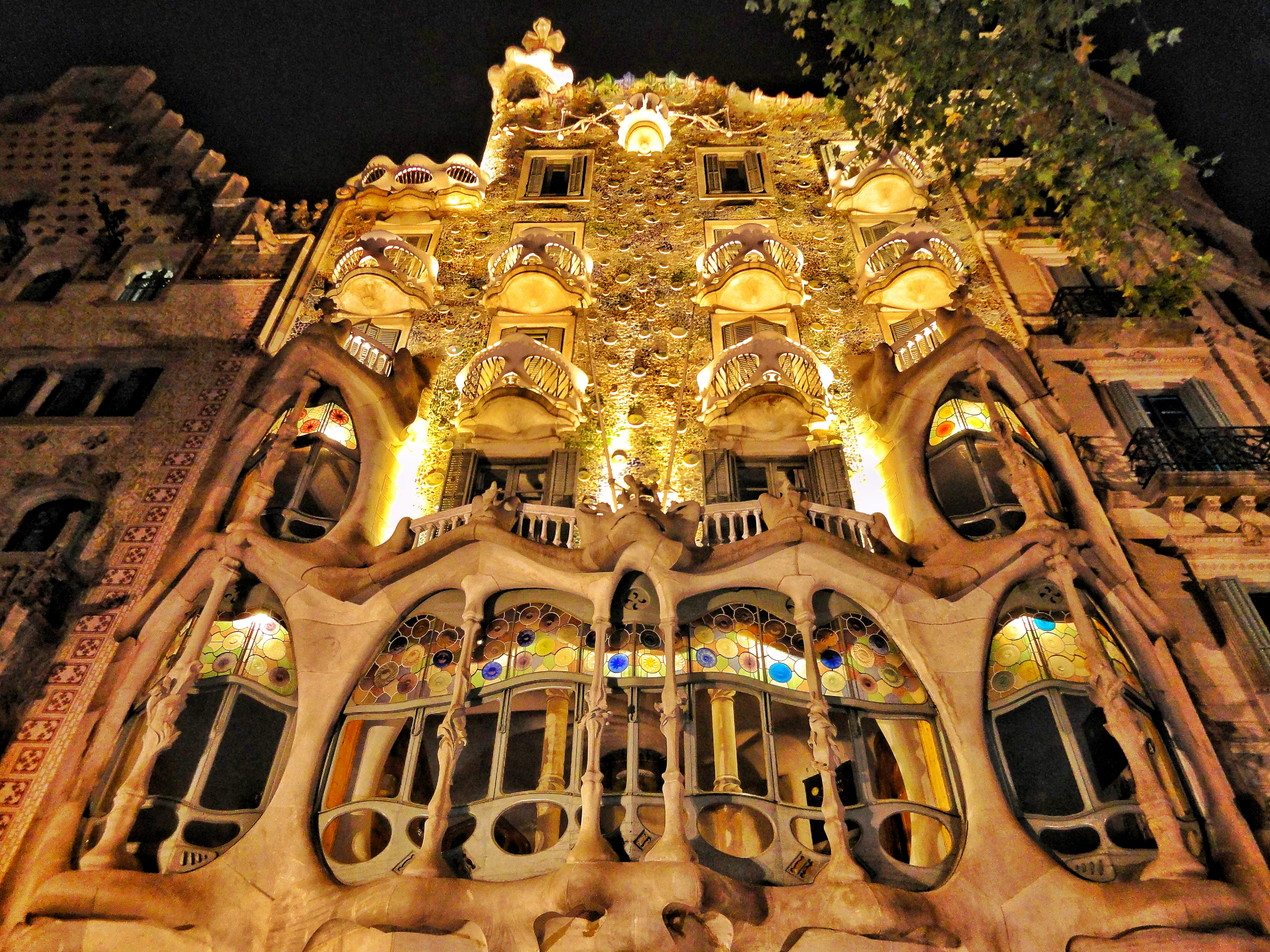 Barcelona Must See Attractions Created By Gaudi World