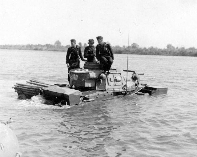 amphibious tank Tauchpanzer III code 100 of the Panzer Regiment 18 under test in Putlos