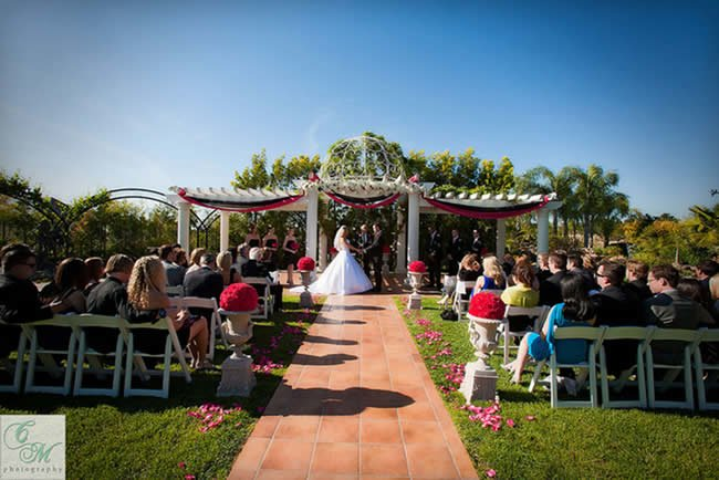 Personalizing a wedding may seem like the most difficult thing to do.