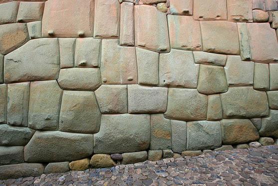 12 Angled Stone Hatunrumiyoc