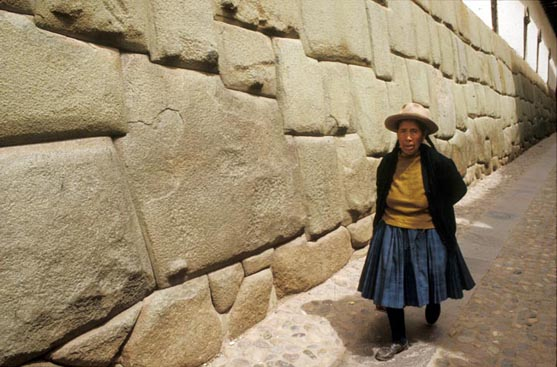 Hatun Rumiyoc,  that in Quechua means big stone.