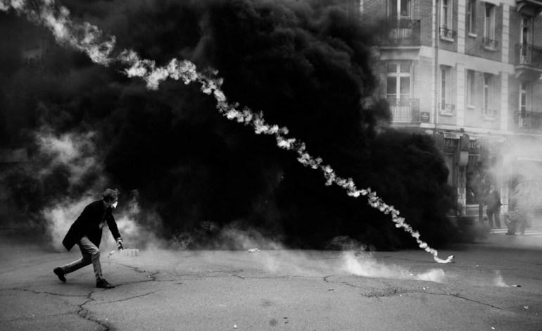 """28 Avril 2016: """"Contre la loi travail et son monde !""""Jour de manifestation, violents affrontements entre les forces de l'ordre et les manifestants. Plusieurs blessés graves seront à signaler, dont un éborgnage par flashball.© Jérémie Verchere/Wostok Press"""