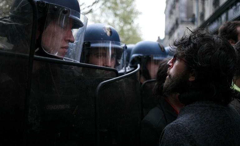 2 Mai 2016: Après deux jours d'occupation de la salle de la cité, les gendarmes mobiles encercleront le lieu, mais il ne sera pas évacué. Il le sera 11 jours plus tard, avec l'appui des forces du Raid. © Jérémie Verchere/Wostok Press