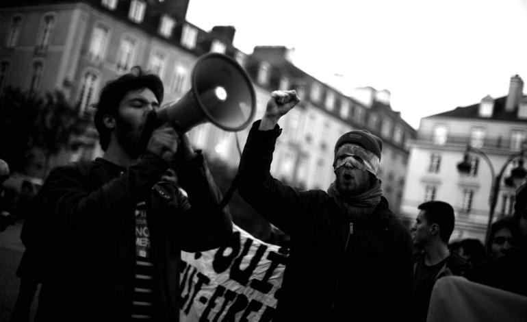 La place de la mairie, où les manifestants pouvaient aller au début de la mobilisation, deviendra un enjeu majeur de la lutte contre les répressions, l'accès au centre-ville devenant petit à petit interdit.© Jérémie Verchere/Wostok Press