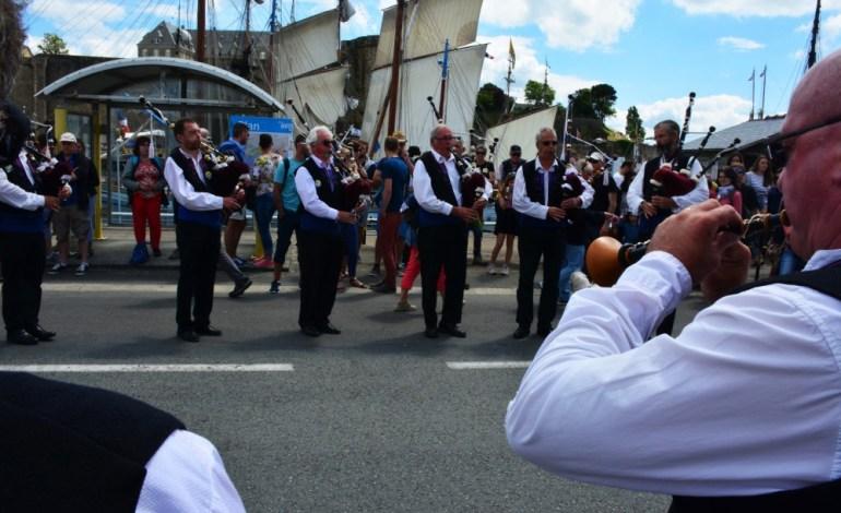 La fête maritime de Brest, c'est aussi de nombreux musicens qui partagent leur amour pour la musique. Ici, le Bagad Adarre de Plougastell © Cyrill Roy