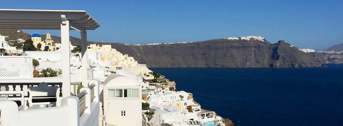 Guide to Oia: Where to stay in Santorini