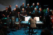 Chorpacabana lassen sich und den Klavierklängen von Sofia Wawerla treiben (Foto: Björn Othlinghaus)