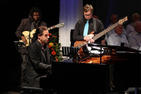 Drei Mitglieder der Band der Music Store Musikschule. (Foto: Björn Othlinghaus)