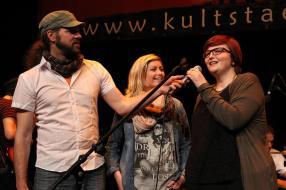 Klaus Sonnabend sowie die Jury-Mitglieder Melina Fuhrmann und Julia Späinghaus. (Foto: Björn Othlinghaus)