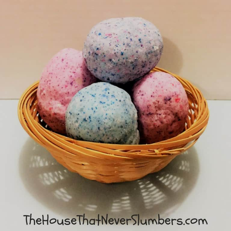 Easter egg DIY bath bombs