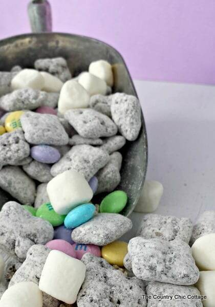Easter treat muddy buddies