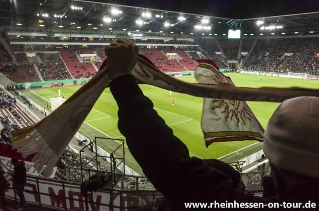 Die Mainzer Fans im Oktober bei der Pokalpleite in Augsburg. (Foto: Rheinhessen on Tour)