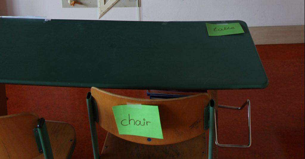 Wortkarten mit englischen Vokabeln im Klassenzimmer (Foto: Christiane Vatter-Wittl)