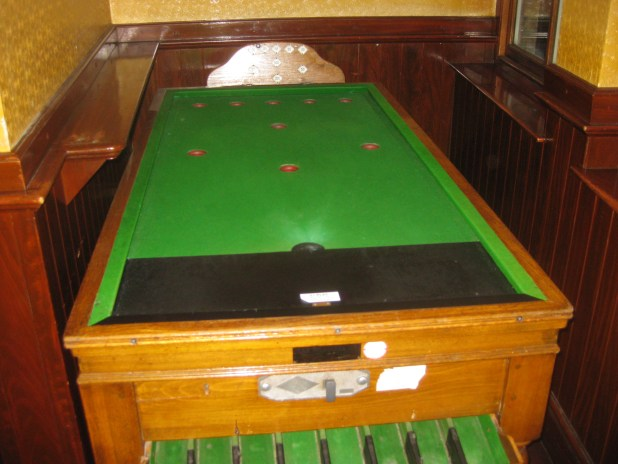 Billiards table without pockets