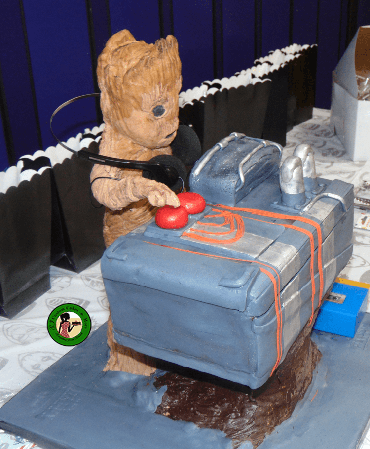 baby groot cake right side